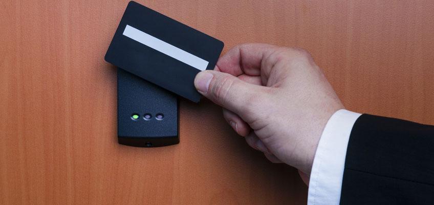 installation lecteur de badge contrôle d'accès Draguignan VAR PACA Brignoles Fréjus Sainte-Maxime Saint-Tropez